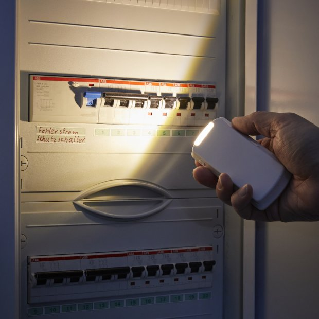 LED Steckdosen Nachtlicht warmweiß Taschenlampe Weiß Wandleuchte Multifunktion Bewegungsmelder Induktionsladung Akku Notlicht Notlampe Stromausfall Flach