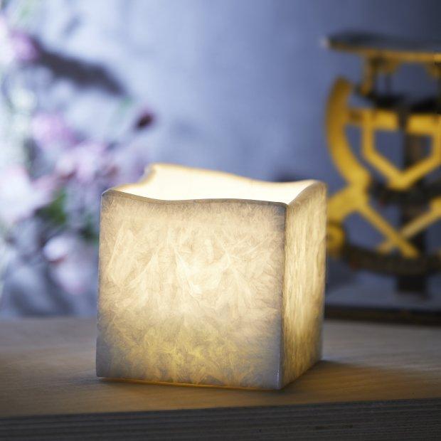 LED Echtwachs Kerze mit natürlicher Flackerfunktion und integriertem 6 Stunden Timer Eckig Icy
