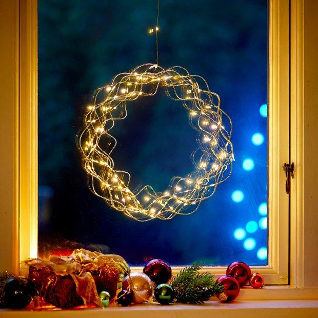 Northpoint LED Licht Kranz 30cm Ø Gold drahtgeflecht mit warmweißer LED Beleuchtung mit Batterien und integriertem Timer