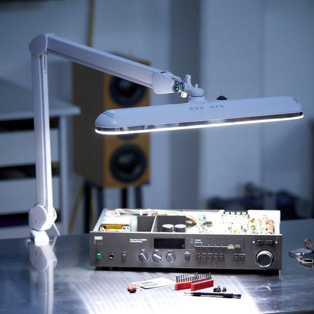 Northpoint LED Profi Arbeitsleuchte mit Wand- und Tischhalterung Arbeitslampe Wandhalterung Farbtemperatur einstellbar Werkstattlampe Kosmetik Tischhalterung Dimmbar